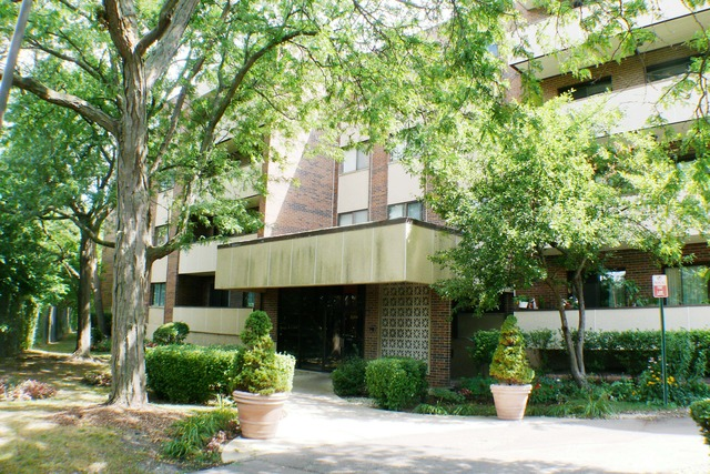 Skokie Il Condo For Rent 9244 Gross Point Rd 107
